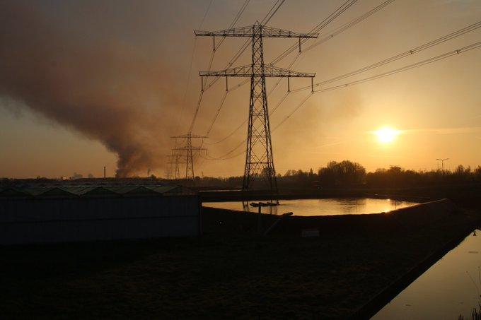De Veilingroute is thv de van Luyklaan afgezet richting Wippolderlaan ivm brand bij Renewi Wateringen https://t.co/apQX3O4gDW