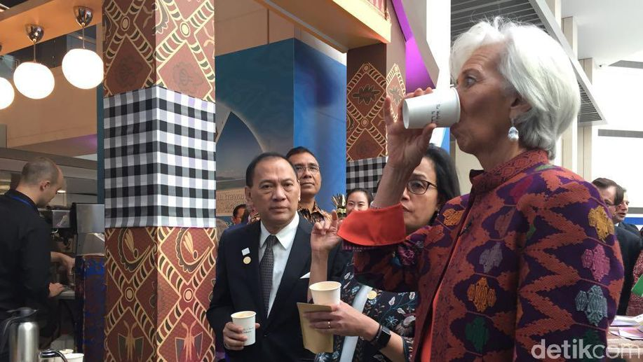 Bos IMF, Sri Mulyani dan Agus Marto Nikmati Kopi Khas RI di AS https://t.co/By8qG0oHVy via @detikfinance https://t.co/Yn7DYvMjyB
