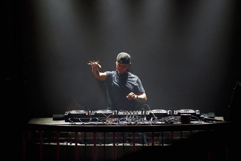 The music world reacts to the death of Avicii https://t.co/kSvS4zAXWX https://t.co/XjSQ1itEKt