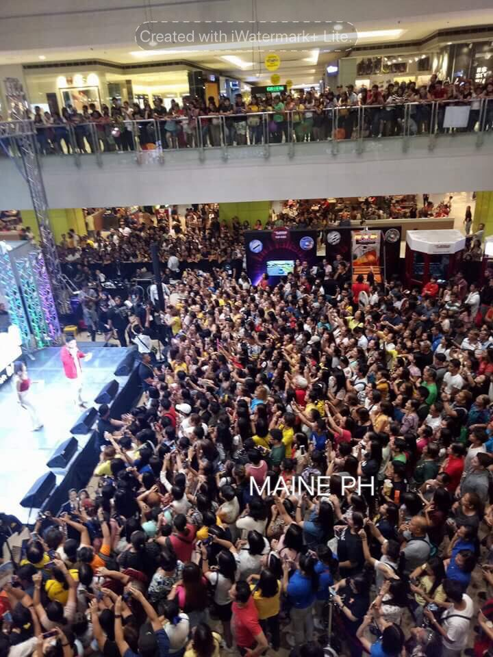 RT @MAINEPHILS: The crowd at SM Megamall for our Queen @mainedcm for @PlatinumKRK #PlatinumKaraokeMaine via nay elen https://t.co/xBClpQdIRp