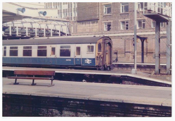1612 at Victoria at 16.11 on 26th April 1986. @networkrail #DailyPick #archive #history #nostalgia #railway https://t.co/bCb8XN2Rpt