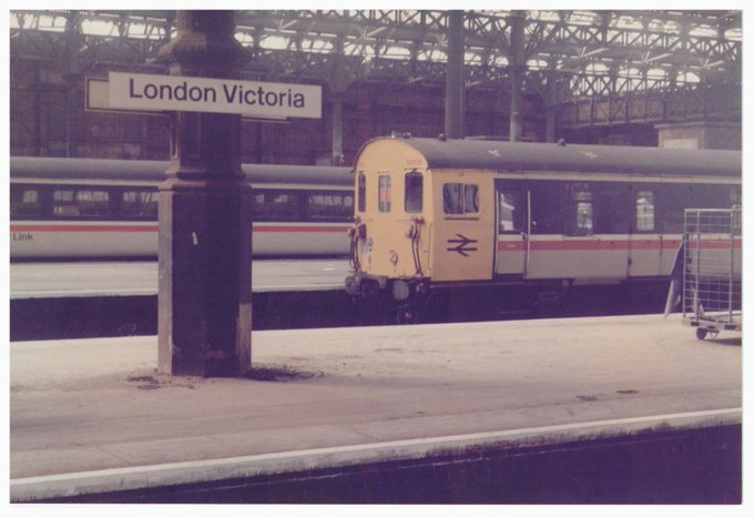 9108 at Victoria at 16.13 on 26th April 1986. @networkrail #DailyPick #archive #history #nostalgia #railway @RAIL https://t.co/DRlpQjc9gy