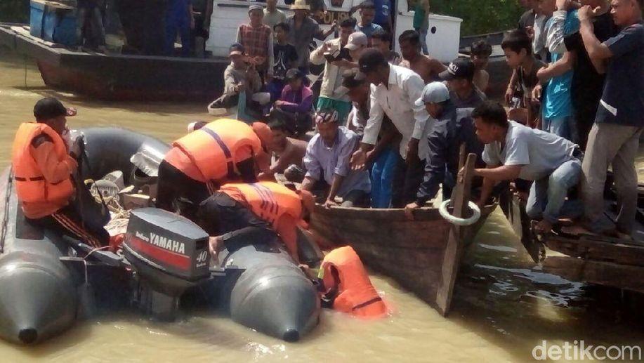 Wakapolres Labuhanbatu Korban Kapal Tenggelam Ditemukan Tewas https://t.co/1LDkVcDGN4 https://t.co/h1UOrfhO3O