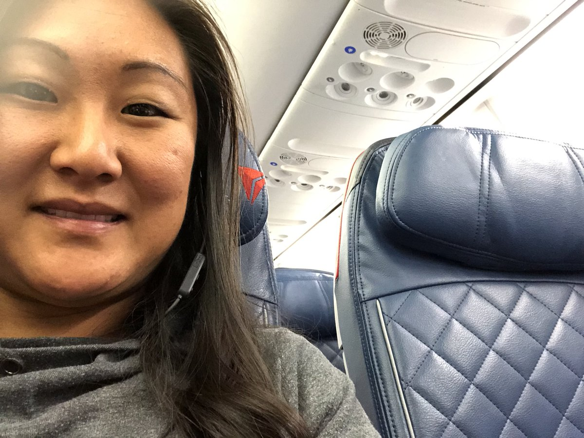 loniscreations: When you get upgraded and no one is in the middle seat, yayyyy! #roadtoimagine #freewine #alltheroom #Imagine2018 https://t.co/JzQMEVt4Lc