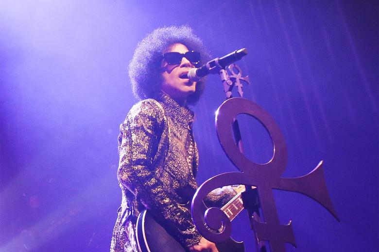 """You can now listen to Prince's original version of """"Nothing Compares 2 U"""": https://t.co/JWlUCmDj8p https://t.co/QlyJ8ql3zC"""