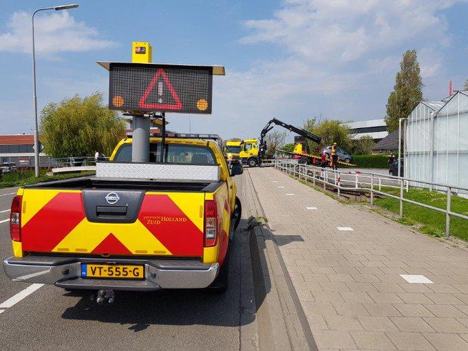 Honselersdijk Nieuweweg Auto is zojuist geborgen. https://t.co/ixb82KdPYi