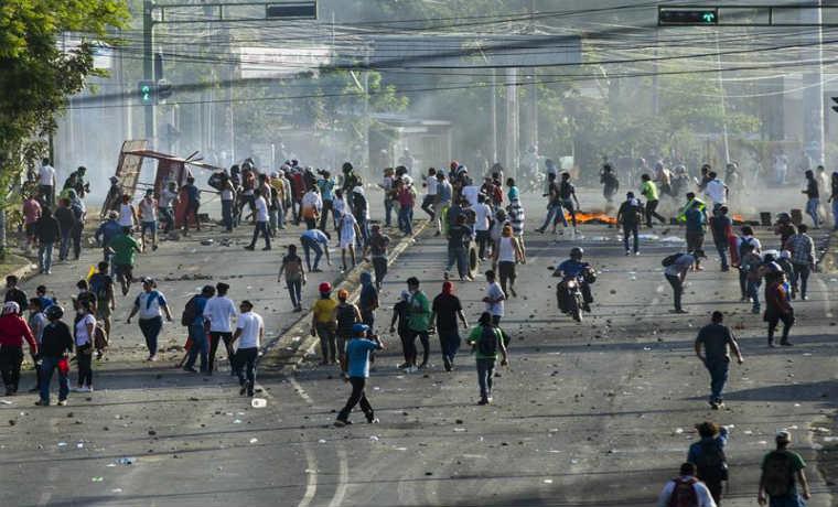 Resultado de imagen para 27 los muertos, según ONG y continúan los saqueos en Nicaragua