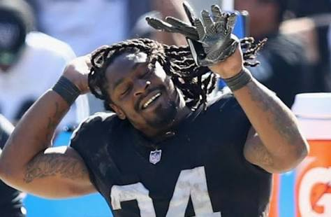 Happy birthday to RB Marshawn Lynch, April 22, 1986.