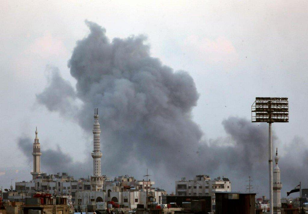 Air strikes pound insurgent enclave close to Damascus https://t.co/6MMItPO3eF https://t.co/3Qsq9sU49c