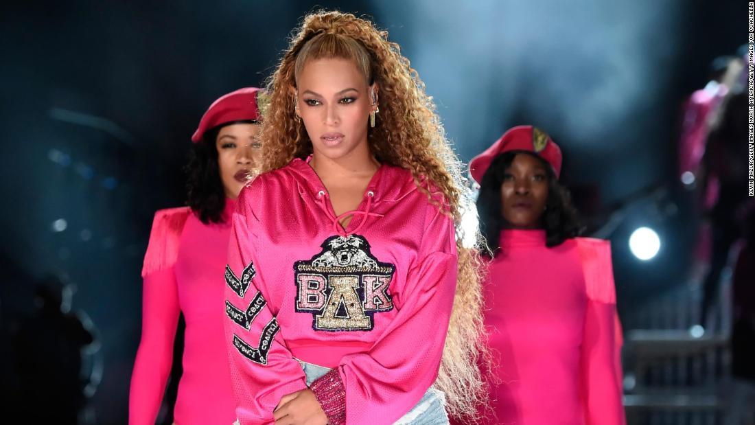 Beyoncé reigns at Coachella once again https://t.co/JYeR8cs0CB https://t.co/ozRgXkzoMK