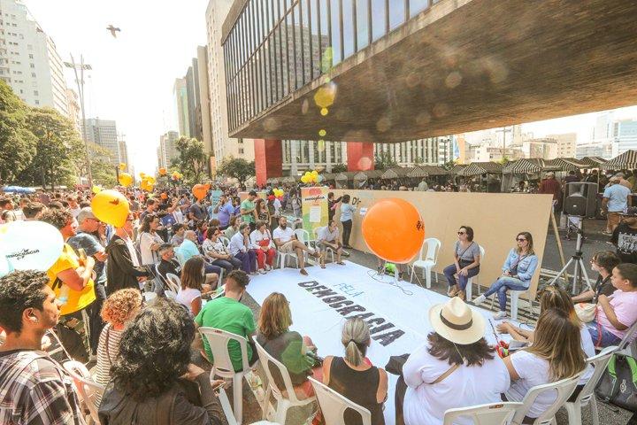 @BroadcastImagem: Ato 'Dia Pela Democracia' acontece no vão livre do Masp, em SP, e debate a tolerância. Daniel Teixeira/Estadão
