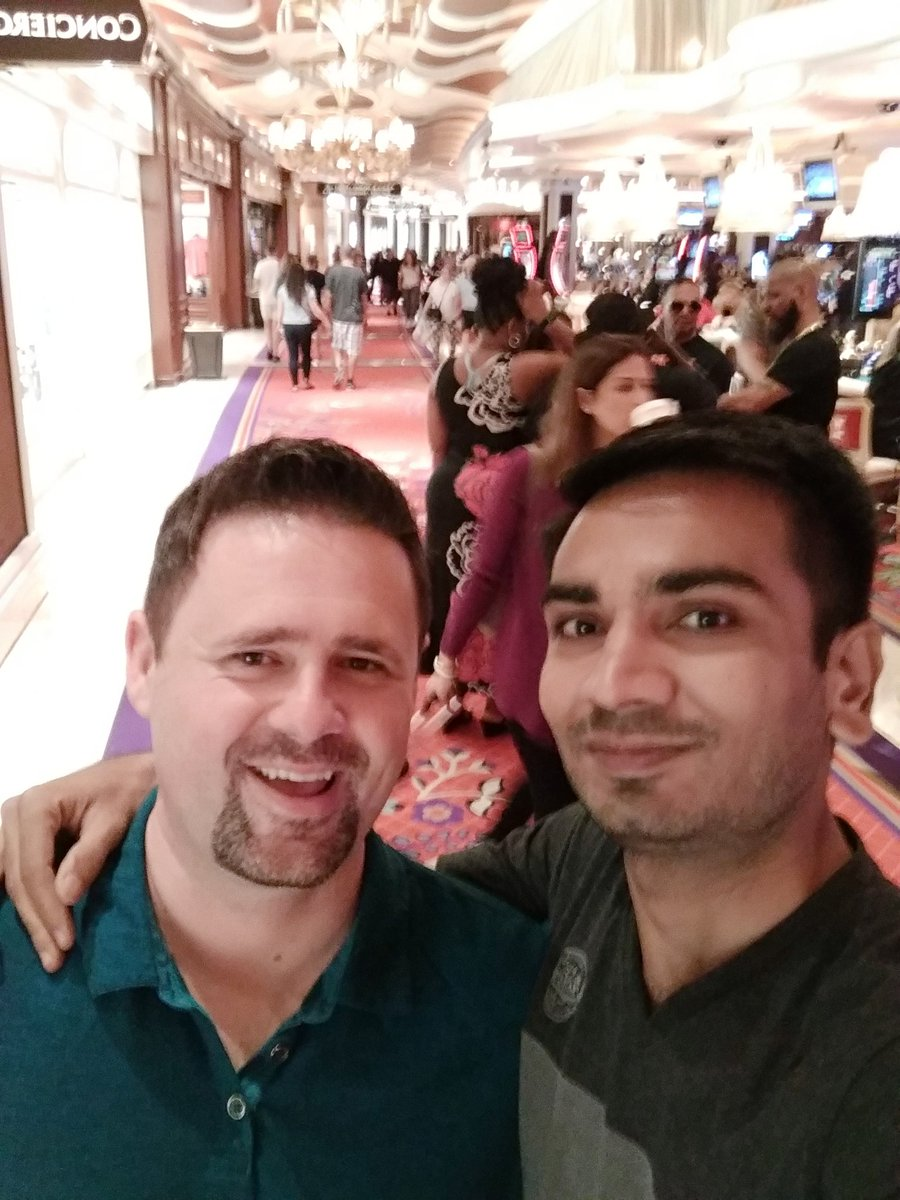 RakeshJesadiya: Nice guy met me in the ground floor with @kalenjordan #magentoimagine https://t.co/9puViBpZqn