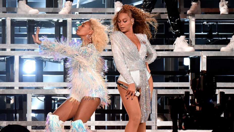 .@Beyonce and @SolangeKnowles take a tumble during Coachella dance break