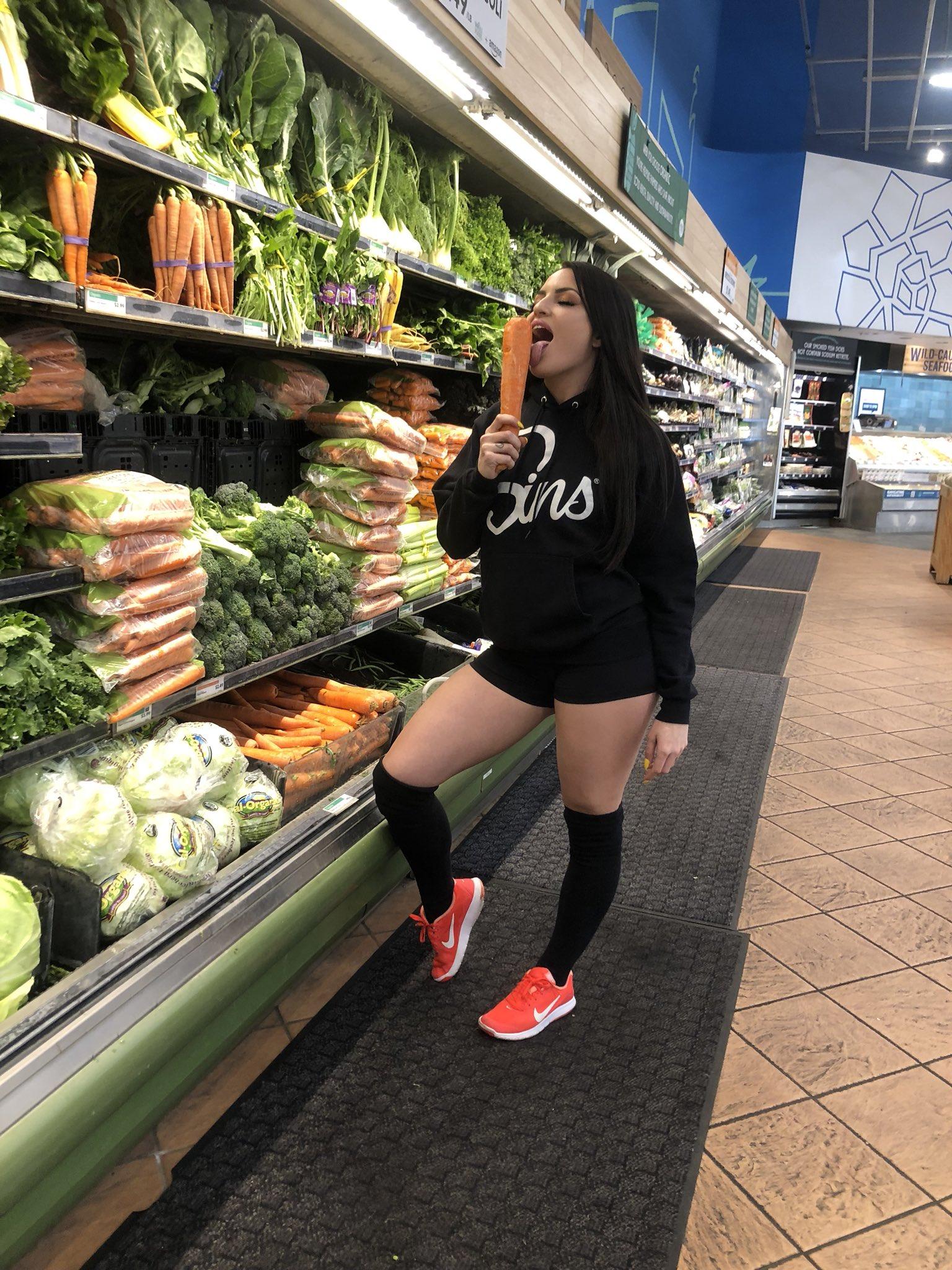 RT @ShopSinsLife: Whole Foods Sins style #shopsinslife @KissaSins https://t.co/upD3vrAail