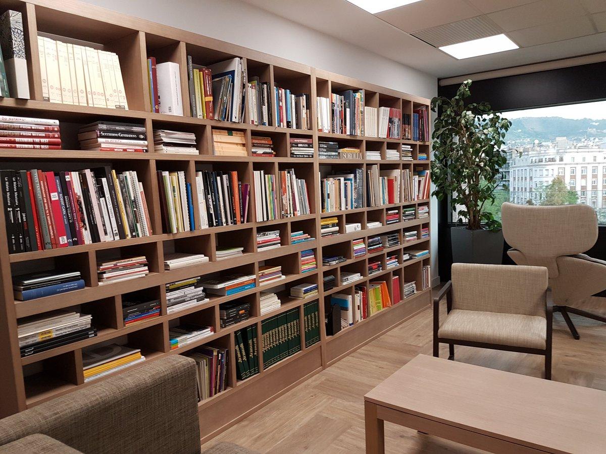 test Twitter Media - En el dia de #Santjordi 📖⚘us presentem la nostra biblioteca i ens agradaria conèixer la vostra! Convidem a @FundacioBofill @abd_ong @RosaSensat  @CCATFundacions @MuseuVidaRural @amicsclassics a què ens la mostrin amb el➡ #BiblioStJordi18 i convidin a d'altres a fer-ho! ☺ 👇🏽 https://t.co/MSgZcm7ncY