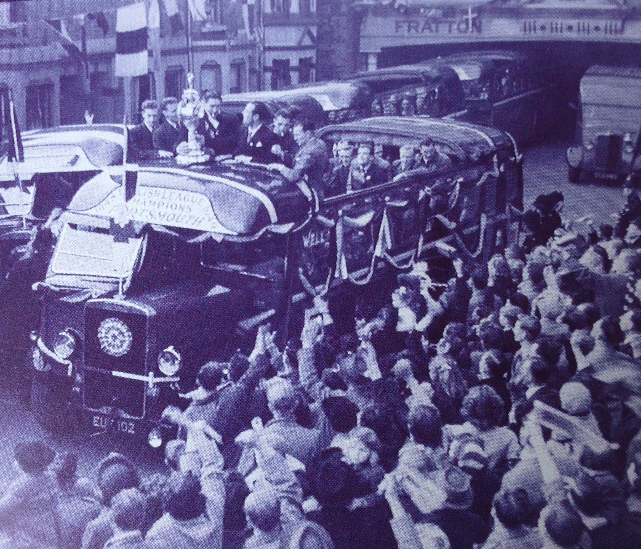 The #Pompey players leave Fratton Park to parade the League Championship trophy at the end of the 1948/48 season. #PompeyHistory https://t.co/MGrSnwA58V