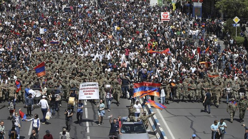Hundreds of Armenian soldiers join anti-government protest calling for PM to step down https://t.co/LeuSGpHkVR https://t.co/tMQN9S7xbT