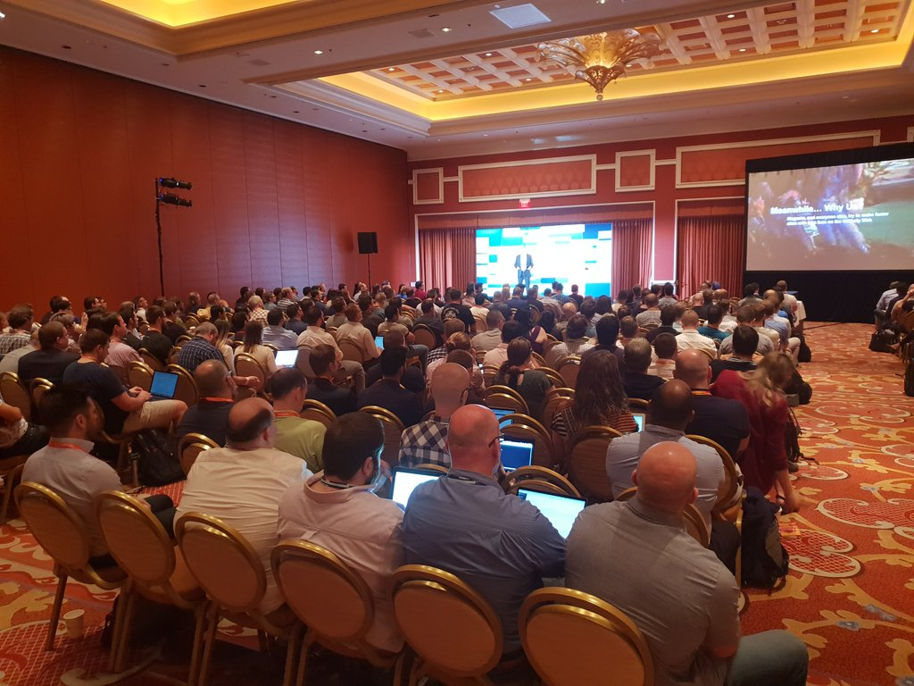 flagbit: Wow! #PWA draws a lot of attention at #MagentoImagine. Room is packed! https://t.co/bvG3mLe30v