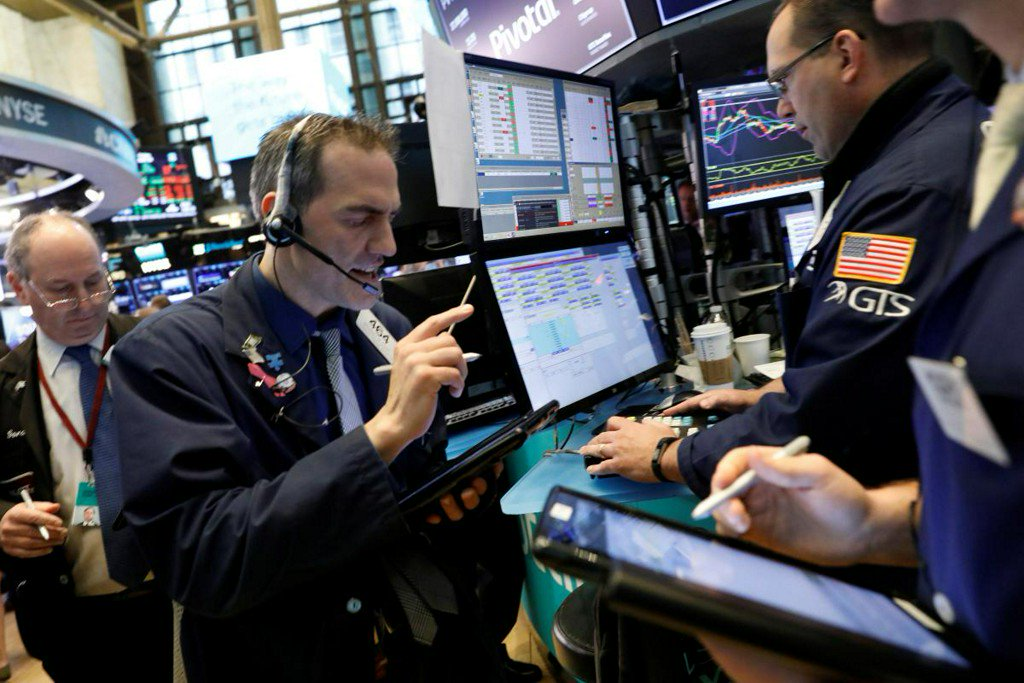 Wall Street ends mixed as investors eye earnings https://t.co/pjvPQK3Aw4 https://t.co/XGCKQm6r2Y