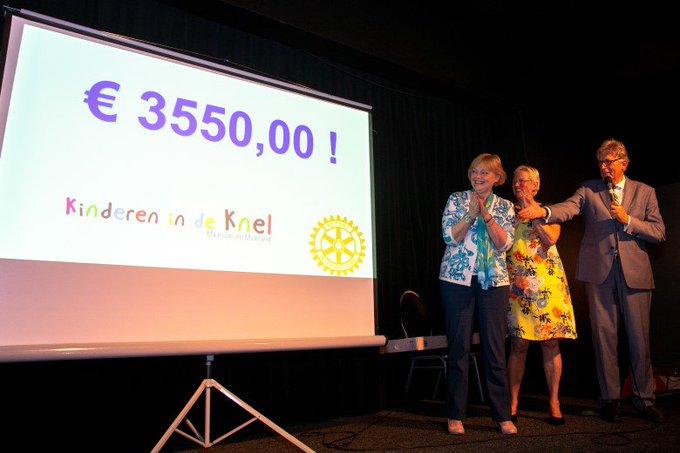 Rotary BedrijvenQuiz haalt € 3550 op voor kinderen in de knel https://t.co/Z5828ndq9l https://t.co/BMDRDVmjsy