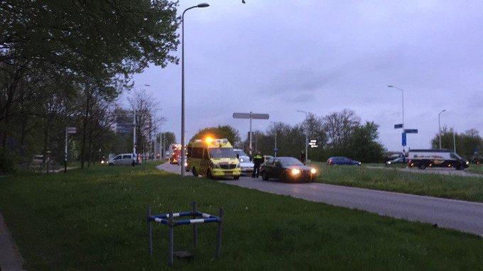 Grote drukte aan de Poeldijksweg. Aanrijding fietser/auto. Fietser gewond. Verkeer wordt omgeleid. https://t.co/KAJ2H1IaSR