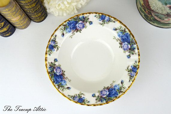 #RoyalAlbert #MossRose Cookie #Plate English Bone China #Cake Plate Replacement China ca. 1956-2001… https://t.co/2Up0MsAJbb