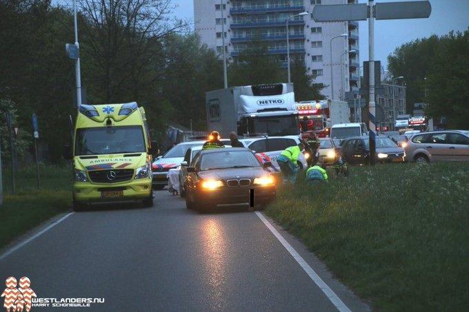 Fietser ernstig gewond bij ongeluk Poeldijkseweg https://t.co/kwQLJWon2R https://t.co/J7Gj3UaOZb