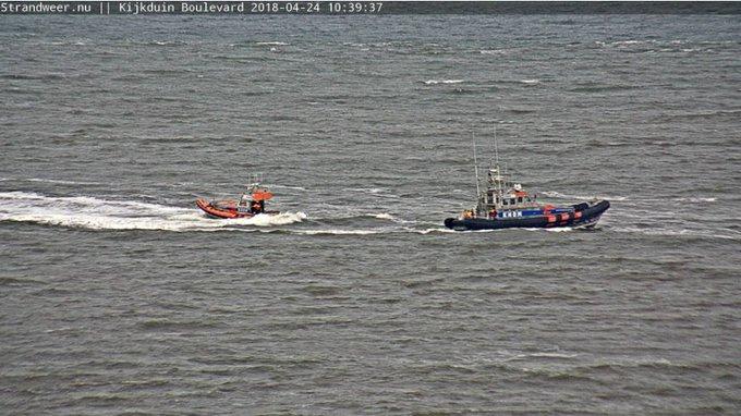 Kitesurfer in de problemen op zee bij Kijkduin. Uit zee gehaald door de Kitty Nepveu https://t.co/0PaUz3l7Ju