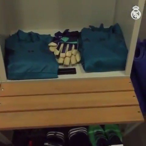 ���� Take a look inside our dressing room ahead of today's training session! #HalaMadrid #APorLa13 https://t.co/q6IVcvEaqI