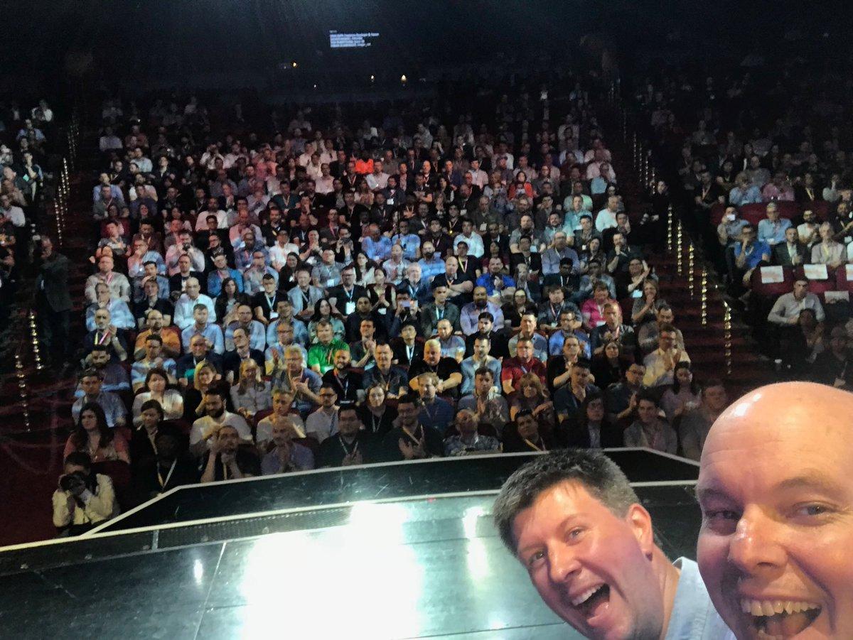 brentwpeterson: Master stage selfie @foomanNZ #MagentoImagine https://t.co/MA8SymH5SW