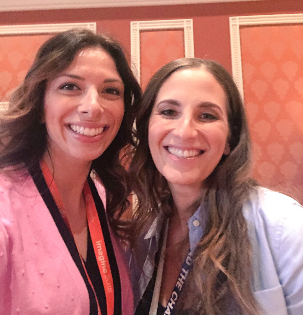 AmandaF_Batista: Truly as sweet as her cupcakes! @bakedbymelissa at #magentoimagine https://t.co/bWCDOmWDPO