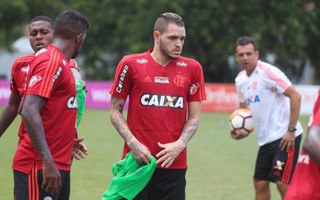RT @ColunaFlamengo: Thiago Santos recusa proposta do Vasco e renova com o Flamengo - https://t.co/sEZVcKZBcW https://t.co/ynjVjNQh73