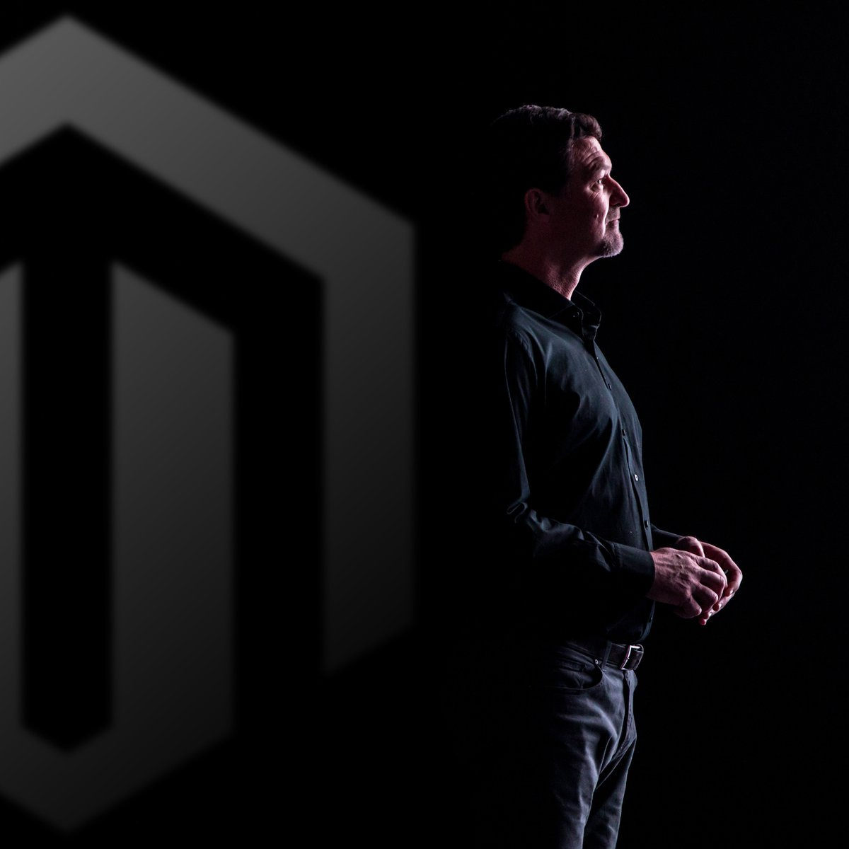 EbsworthPhoto: The CEO of @magento Mark Lavelle @mklave1 during one of his Keynotes this week at #magentoimagine https://t.co/cu6yFJMy6a