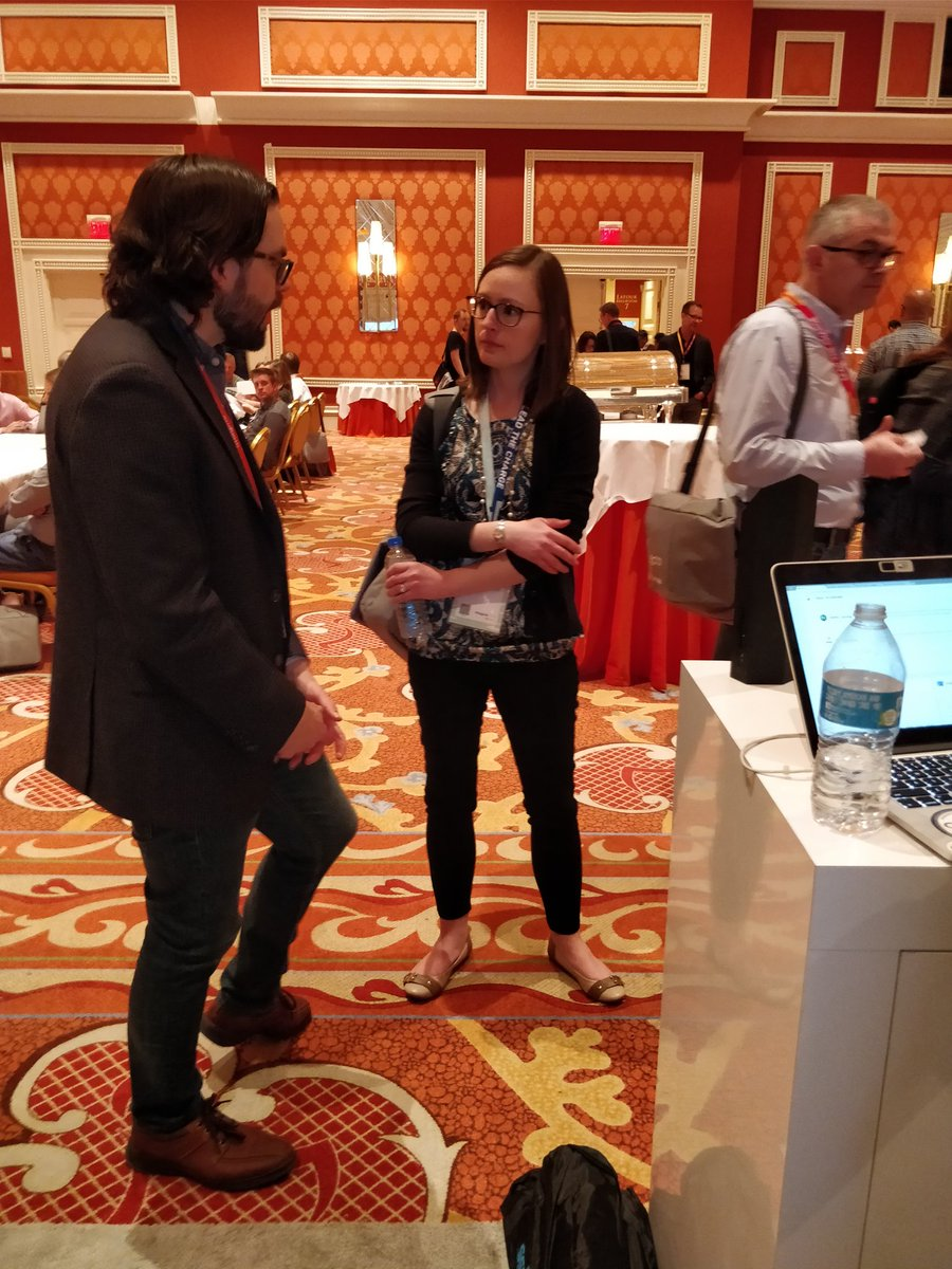nexcess: Chris talking with @VintageTub`s Megan Ross. Great meeting you at #MagentoImagine. #eCommerce https://t.co/7OkDFLG5mP