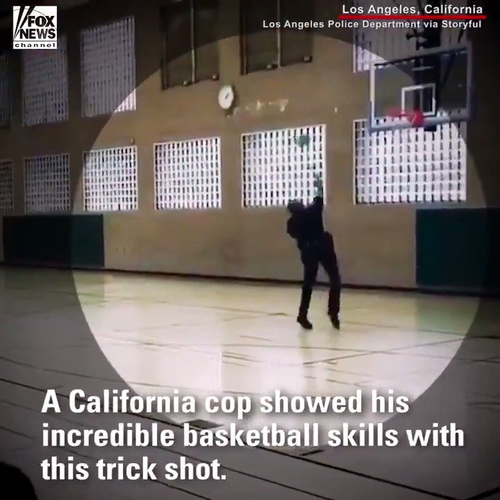 INCREDIBLE: This @LAPDHQ police officer makes a court-length shot with his back facing the basket. https://t.co/GwvYfjRQS8