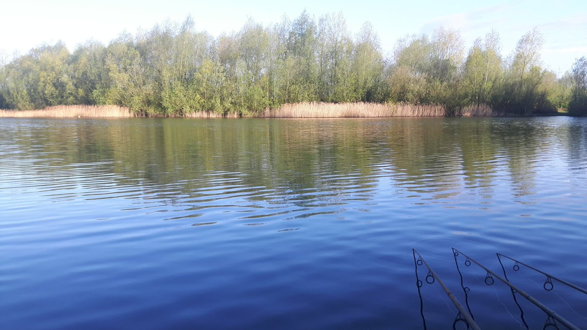 A gloryarse morning to be fishing #fingerscrossed #carpfishing https://t.co/IhiGI82DC0