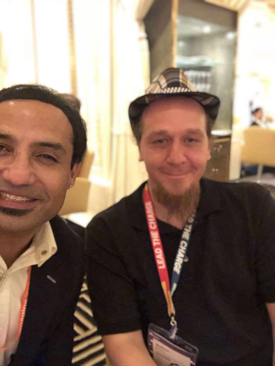 miverma: Met Sir @aepod ! Will stop writing 'In Search of Excellence' from now on ! #MagentoImagine #MageTalk #MagentoMaster https://t.co/JAtbafckJw