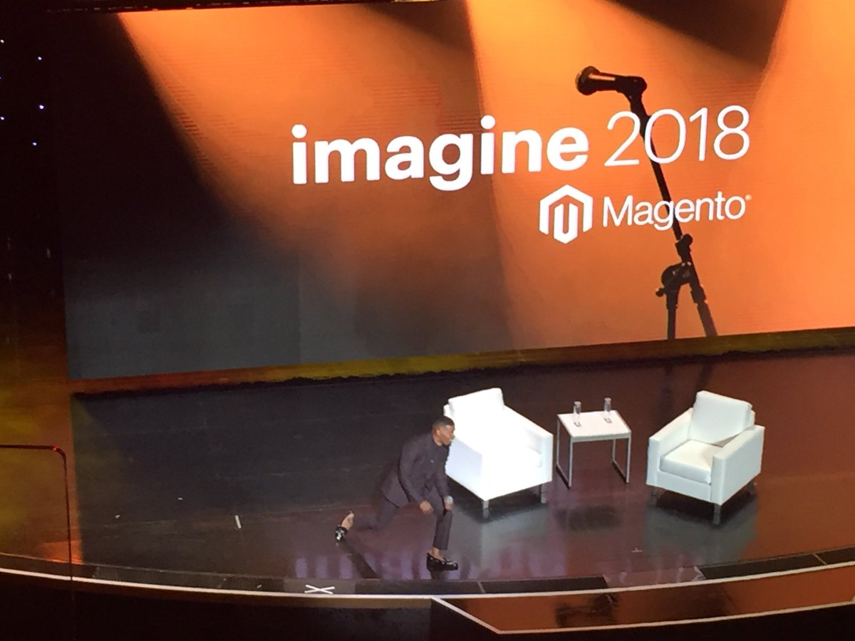 vrann: Taking selfies at the stage #MagentoImagine https://t.co/HIi9Vh54Ic