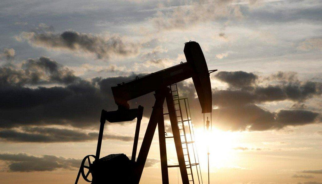 Oil stable but below recent highs as rising U.S. supplies threaten bull-run https://t.co/VaYxzs0E5W https://t.co/1tqOcLSgxR