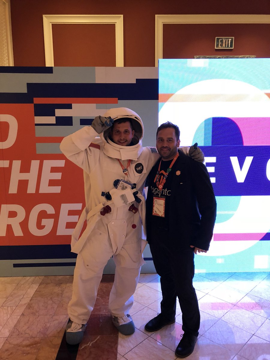 DragosRusDR: @WeltPixel astronaut @koncz_szabolcs meets @benmarks at #MagentoImagine https://t.co/eeZFJq0MjJ