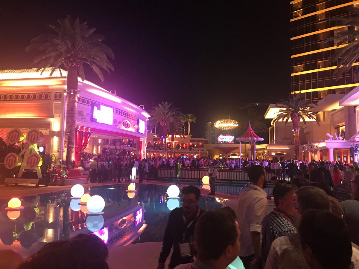 DCKAP: Legendary #MagentoImagine night. Just getting started. https://t.co/D7FH07Jjob