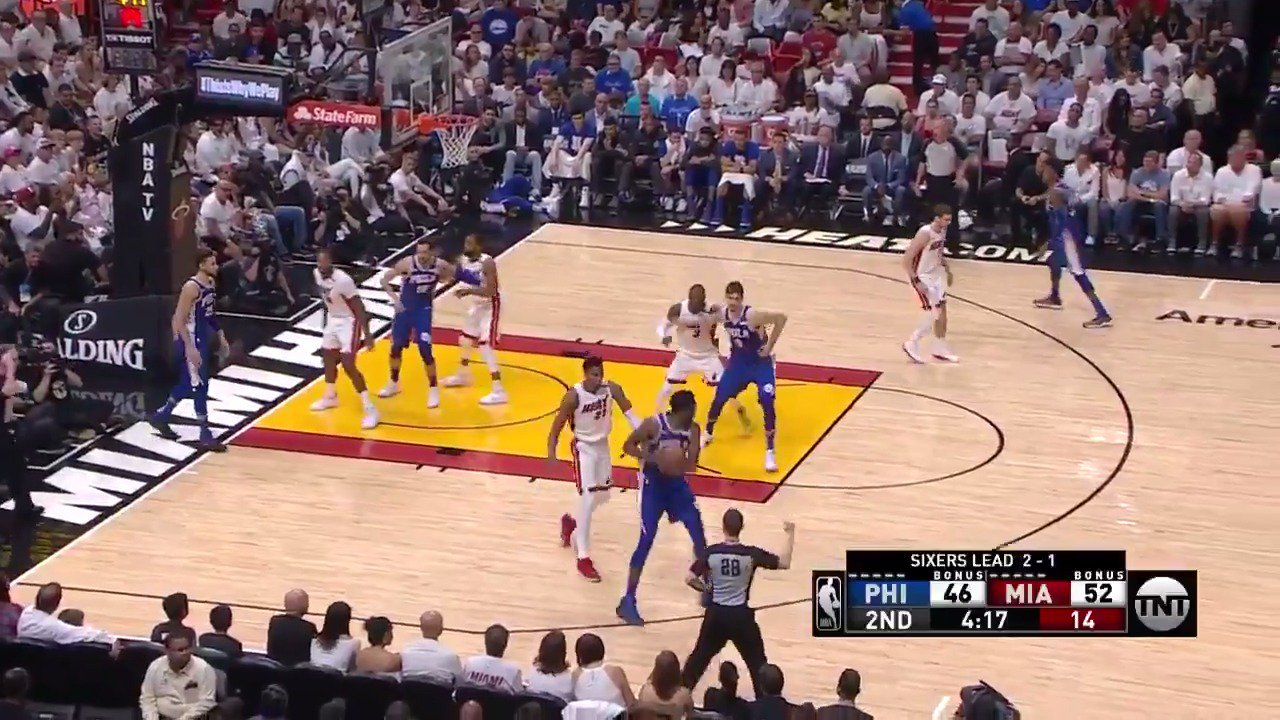 D-Wade's most athletic buckets from the 1st round.  #WhiteHot https://t.co/6YKf5fp2dy