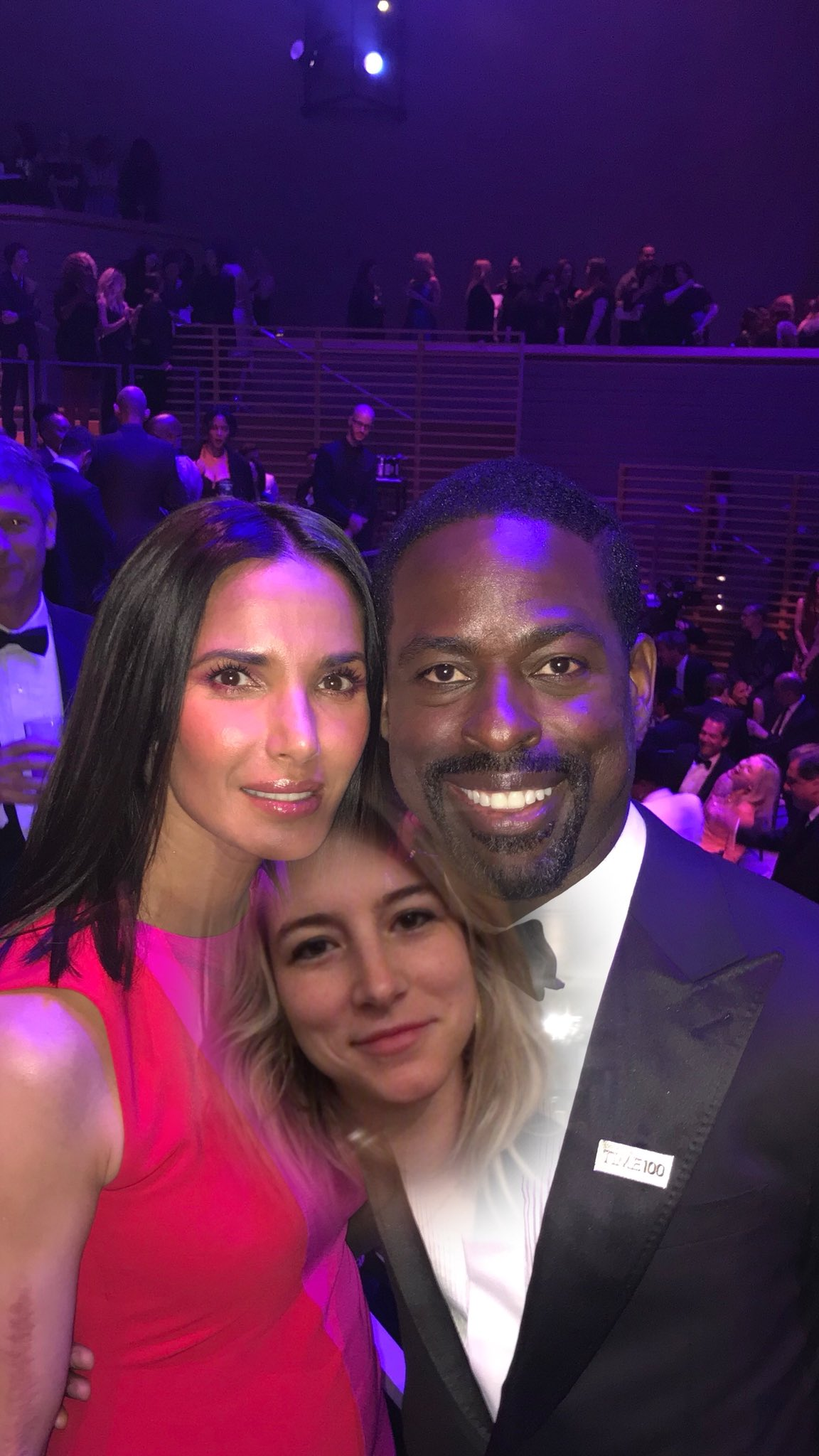 @padmalakshmi: My assistant *fixed* the previous image ??? #ThisIsUs #BigThree https://t.co/gfgAbfd6Ew