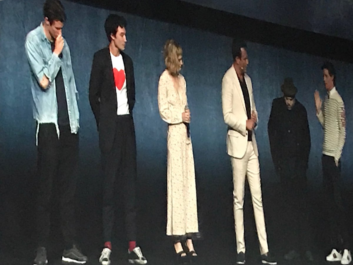 RT @cinemalover: Fantastic Beasts Cast @PearlandDean https://t.co/94Kh10rMvb
