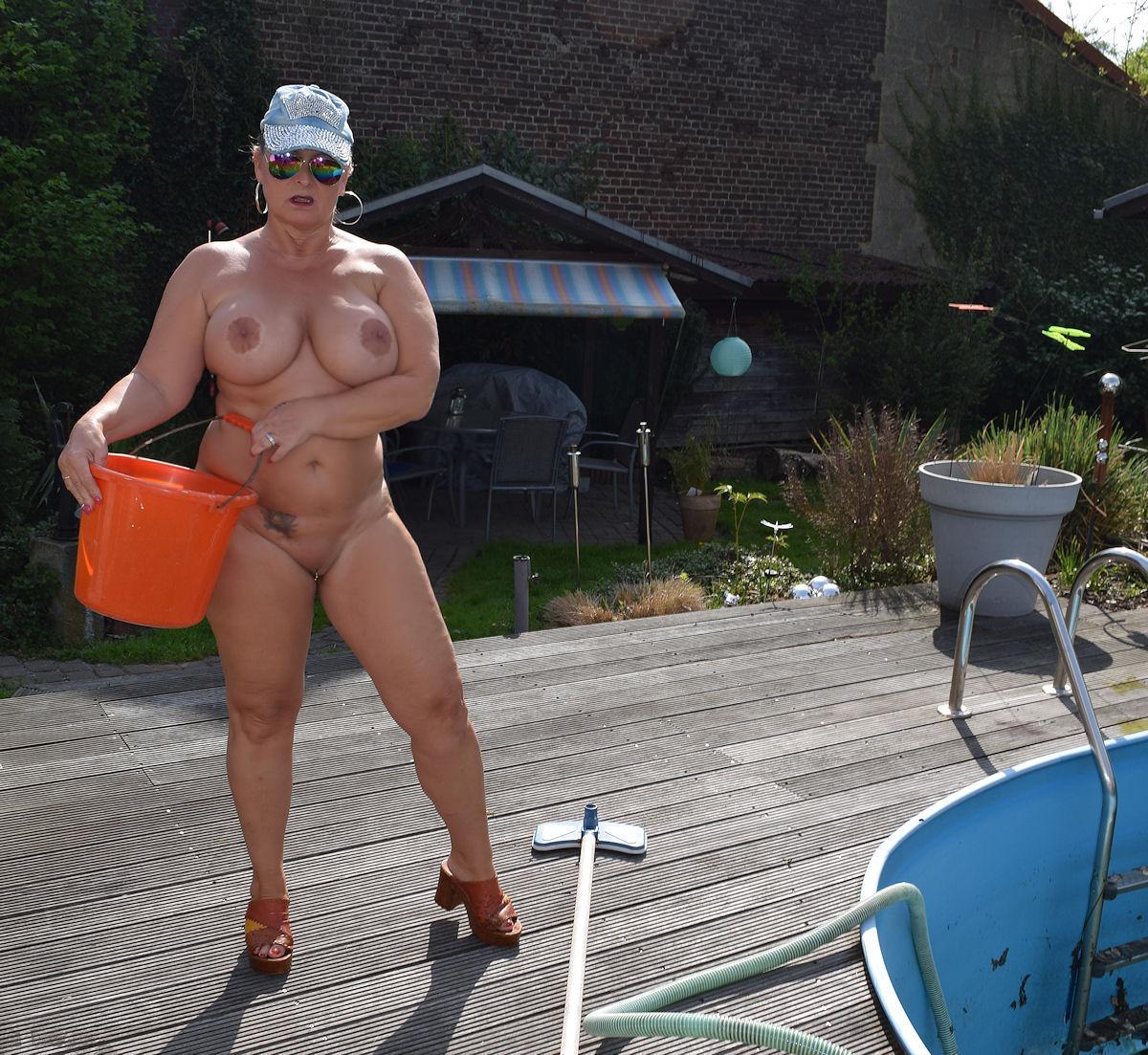 Cleaning my pool. So the nudist-season in my nudist-garden will start. 32n4qVYFHM