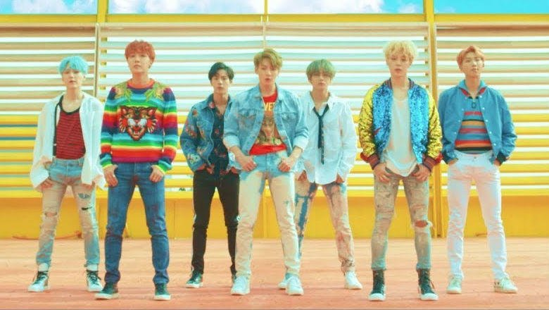 ⚡️ @BTS_twt's 'DNA' is now the most-viewed video by a K-pop group on YouTube: https://t.co/bmlyobewYv https://t.co/EIx9fJDLjN