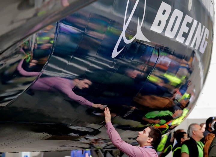 @BroadcastImagem: Boeing tem alta de 57% no lucro do 1º trimestre, a US$ 2,48 bilhões. Elaine Thompson/AP