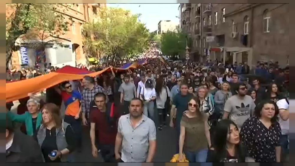 Armenian opposition calls rally as talks with government stall
