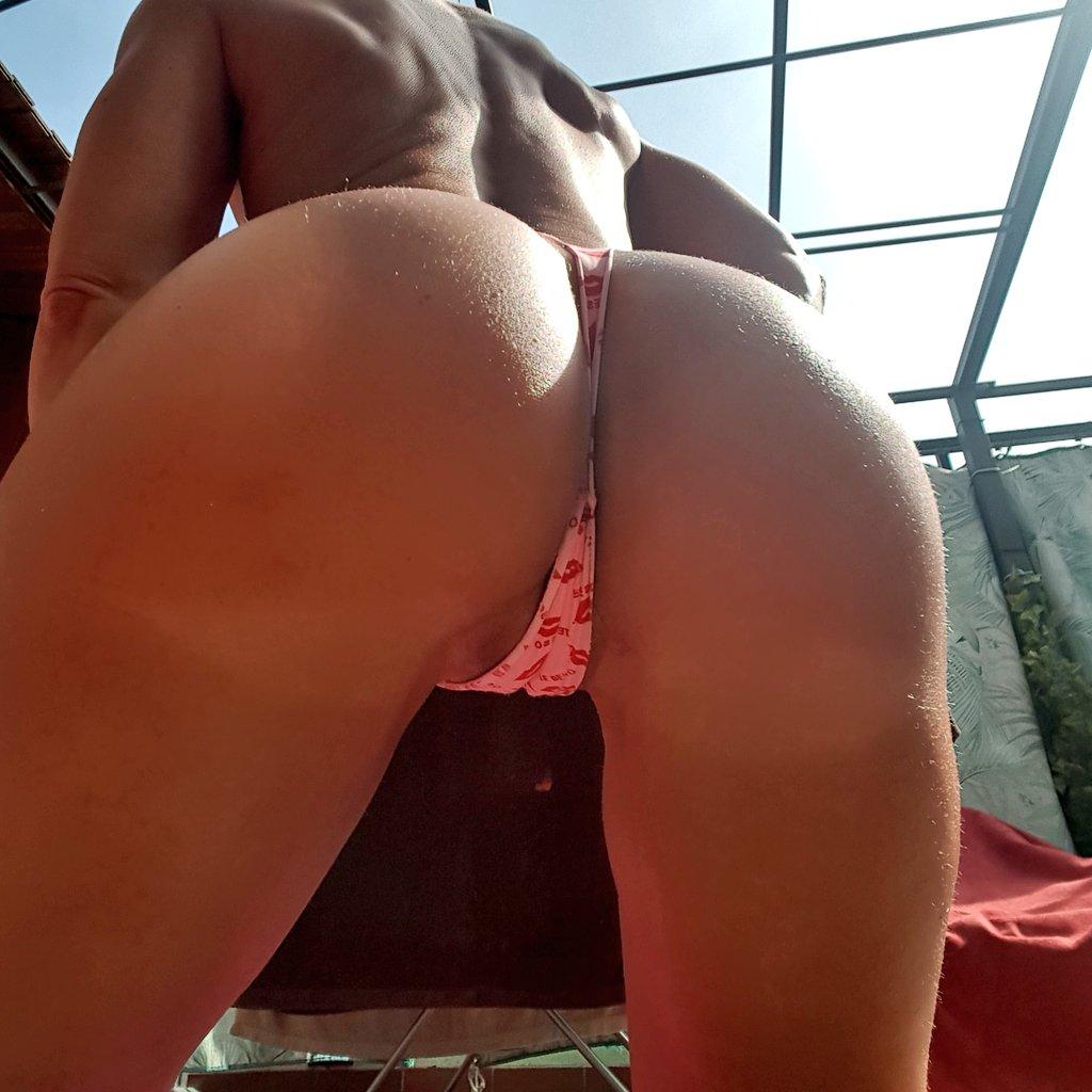 3 pic. Sun in my body 😎😎😎 #asswednesday #milf #Boobs #sexy #hot 9pYUF0ZwcM