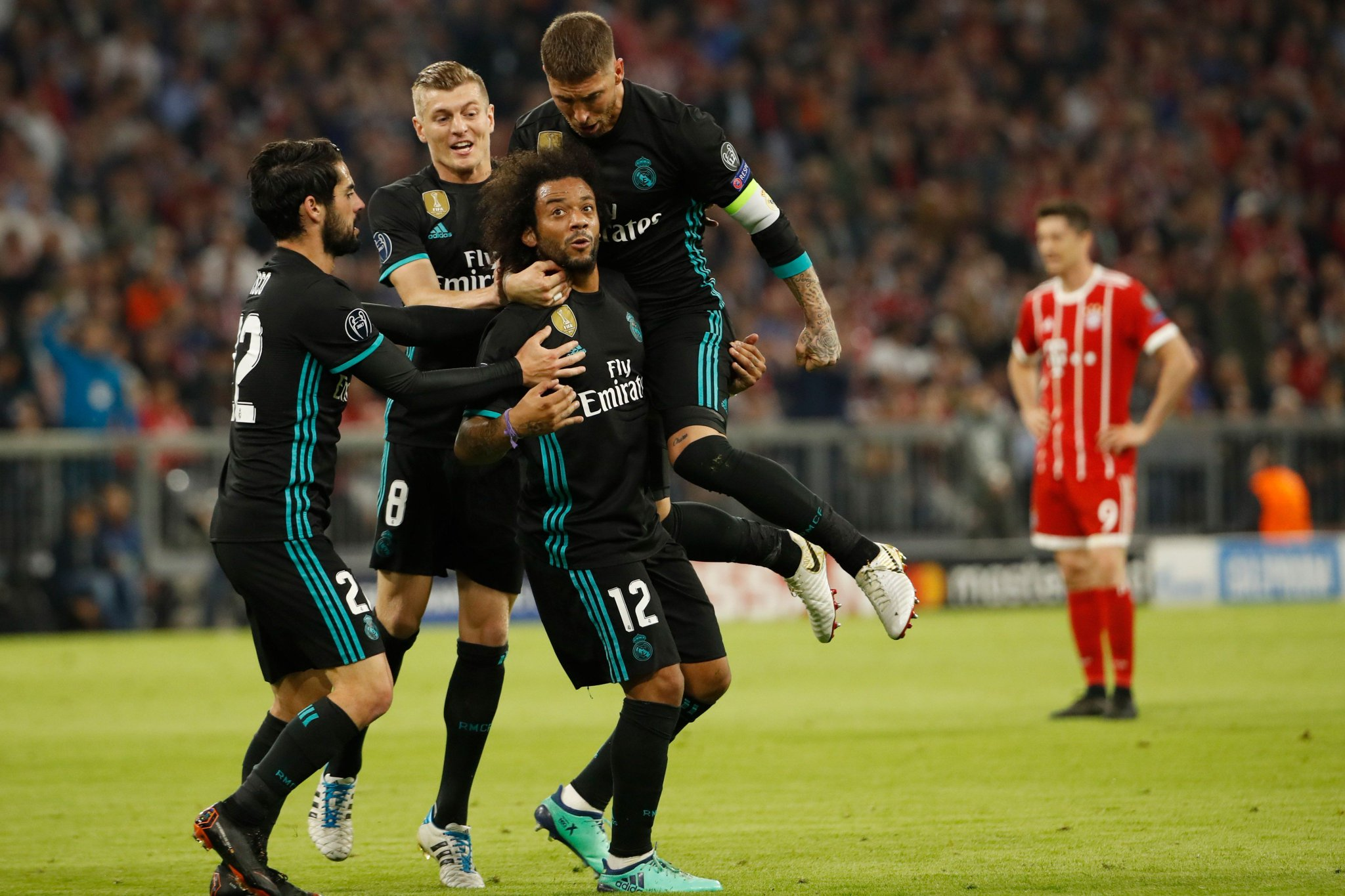 Top-scoring defenders in the knockout stages:  7⃣⚽️ Marcelo  6⃣⚽️ Sergio Ramos   #UCL https://t.co/Xud44wNAf1